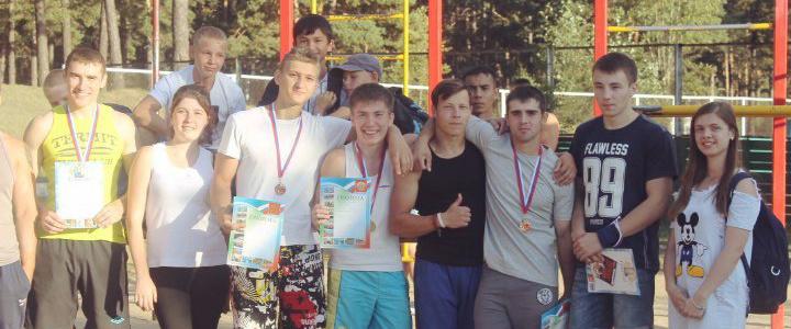 Житель Читы подтянулся 23 раза с 15-килограммовым отягощением и выиграл турнир по воркауту